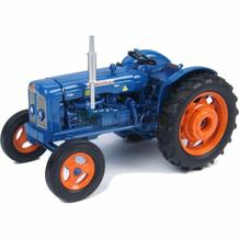 UNIVERSAL HOBBIES FORDSON SUPER MAJOR